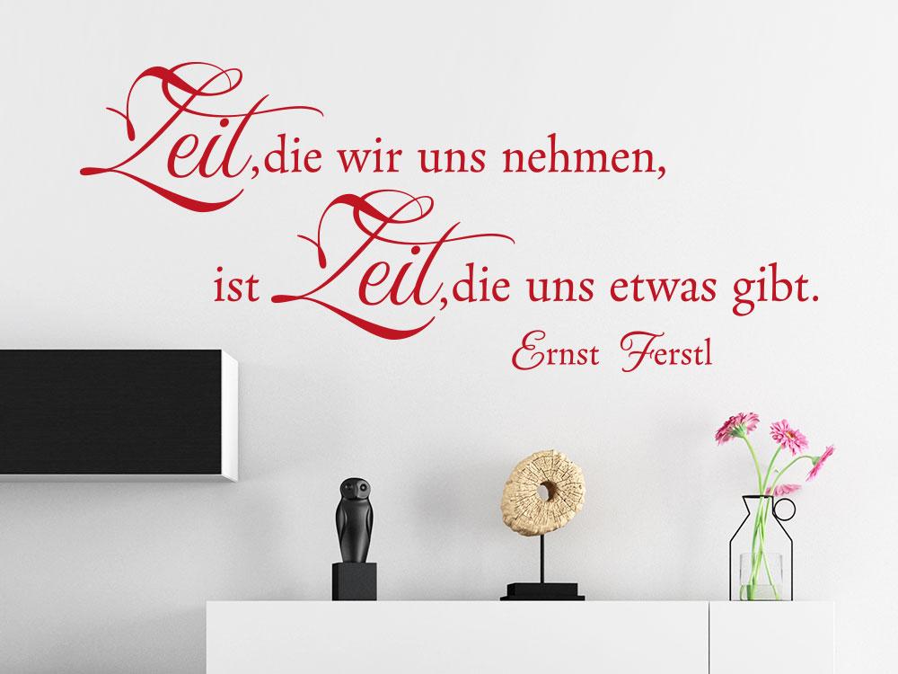 Wandtattoo Zeit, die wir uns nehmen... Ernst Ferstl Zitat im Wohnzimmer