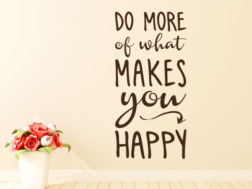 Wandtattoo Do more of what makes you happy Spruch in Farbe Braun auf heller Wand