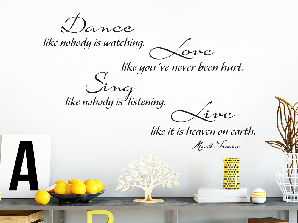 Wandtattoo Dance like nobody is watching. Love like you`ve never been hurt auf heller Wand im Flur