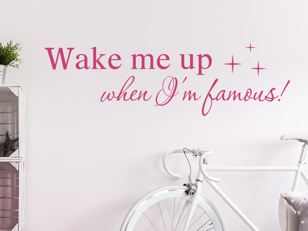 Lusituger Wandtattoo Spruch Wake me up when I am famous auf heller Wand