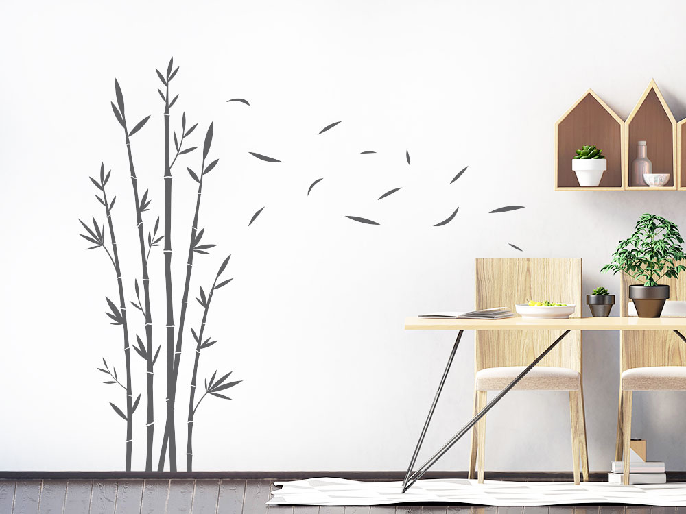 Asiatischer Wandtattoo Bambus im Wind auf heller Wand