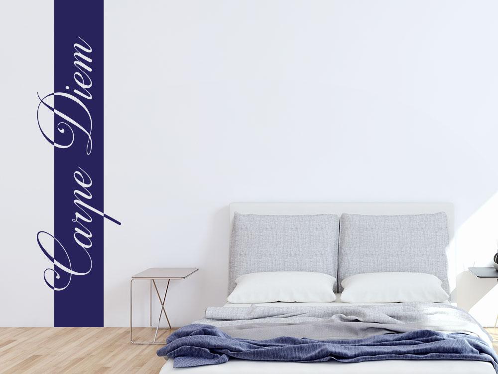 Wandtattoo Wand-Banner Carpe Diem Schriftzug im Schlafzimmer in blau