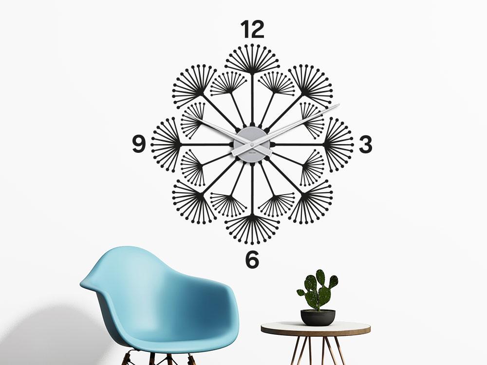 Wandtattoo Uhr Pusteblume auf heller Wand im Eingangsbereich