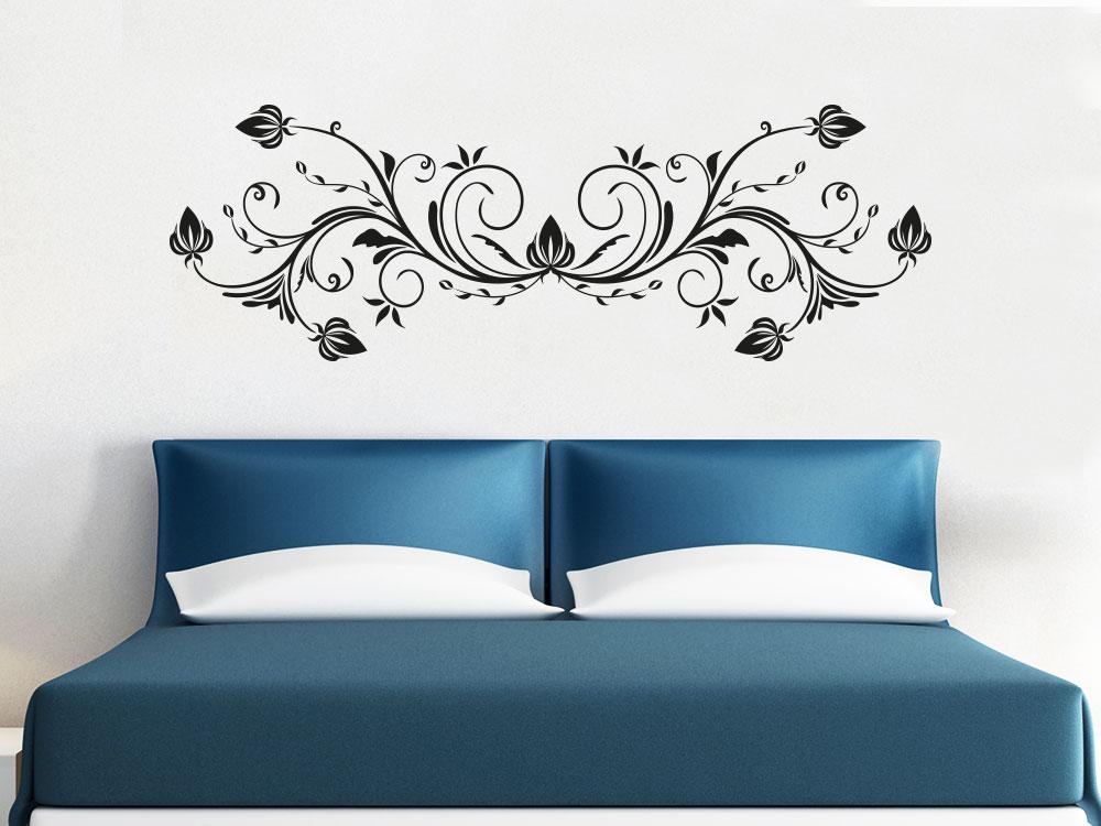 Schnörkel Ornament  Wandtattoo helle Wand im Schlafzimmer