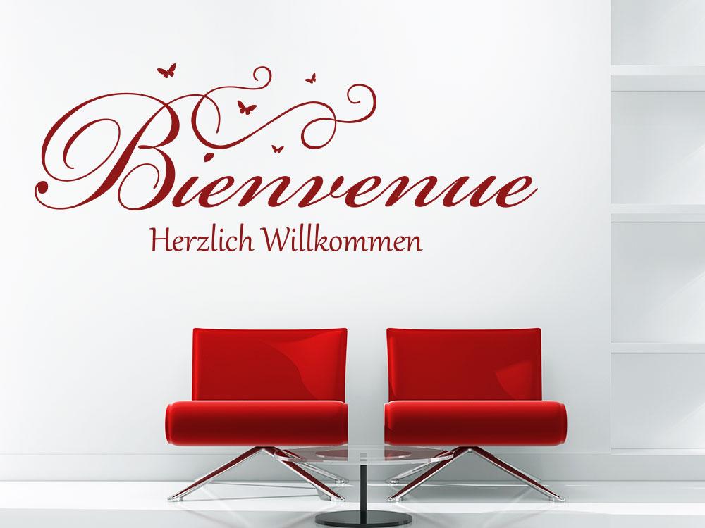 Wandtattoo Bienvenue - Herzlich Willkommen in rot über Sessel