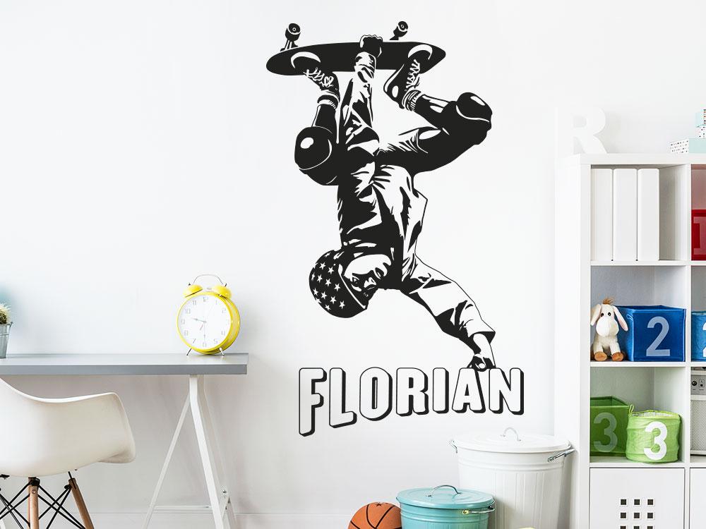 Stylischer Wandtattoo Skater mit Wunschname im Jugendzimmer