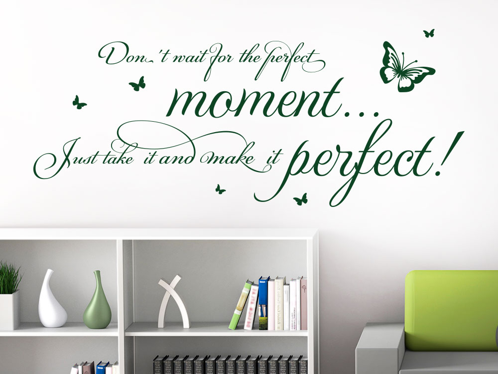 Wandtattoo Spruch Don´t wait for the perfect moment auf heller Wohnzimmerwand