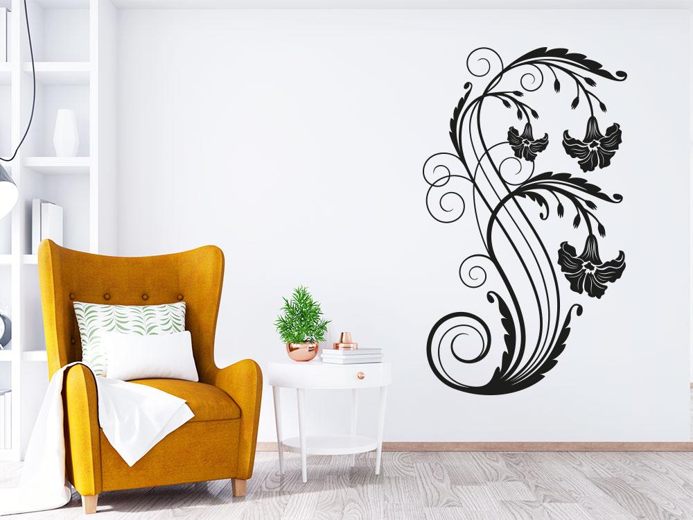 Wandtattoo Ornament mit Blüten auf heller Wand in der Farbe Schwarz