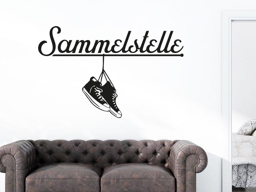 Wandtattoo Sammelstelle mit Sneakers am Eingang