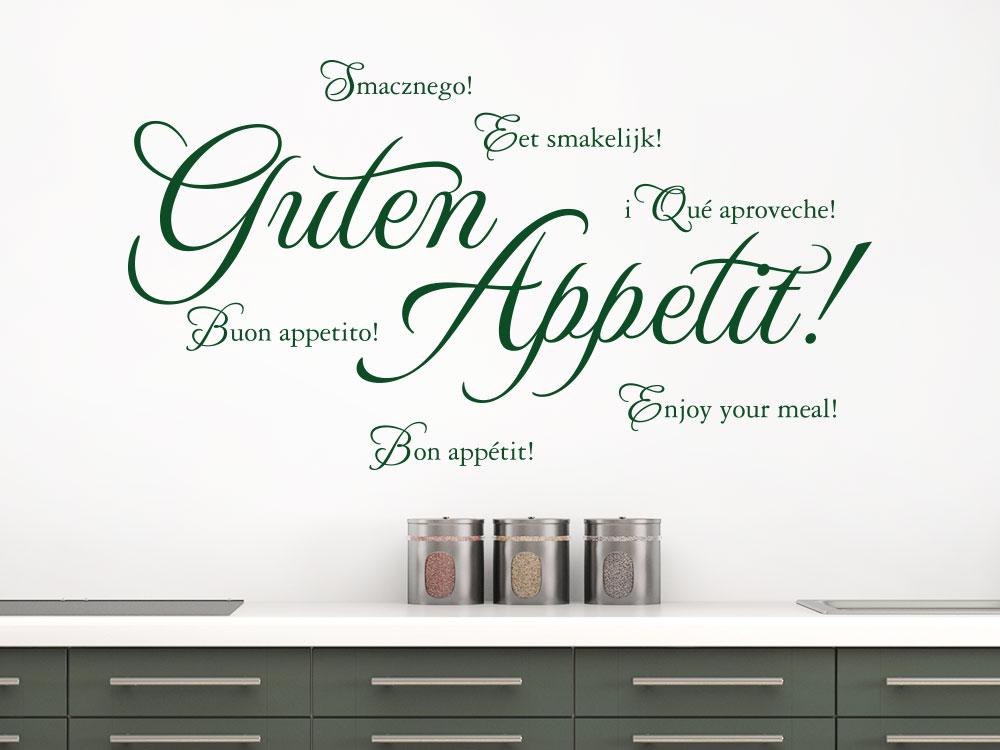 Wandtattoo Guten Appetit Sprachen auf heller Wand über Küchenblock