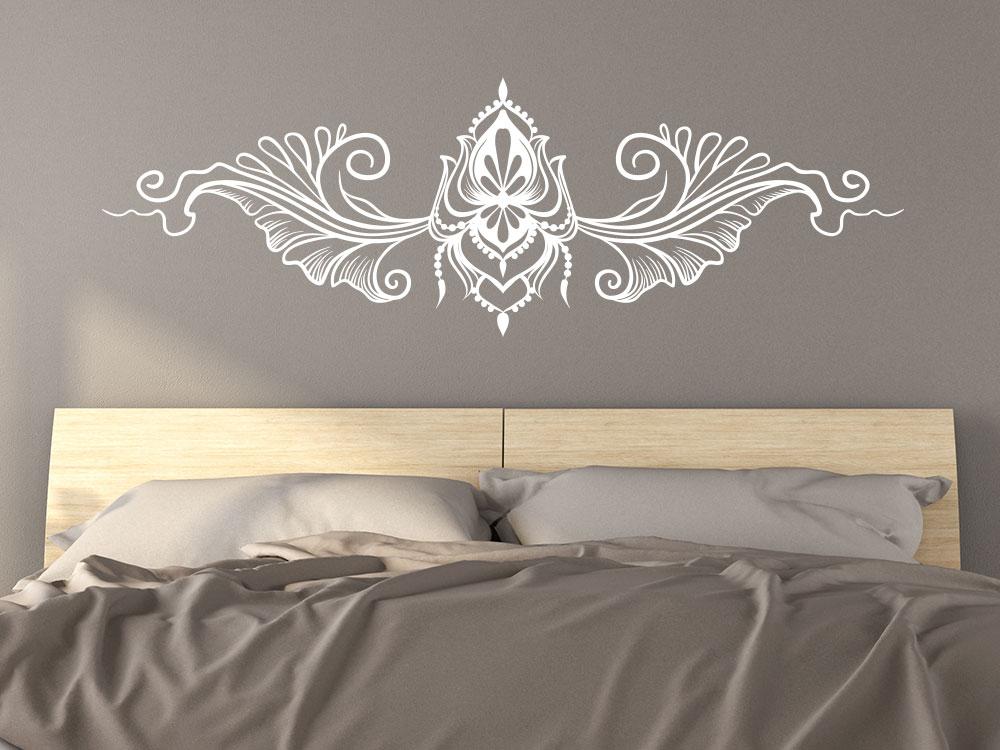Wandtattoo Boho Ornament über Bett im Schlazimmer