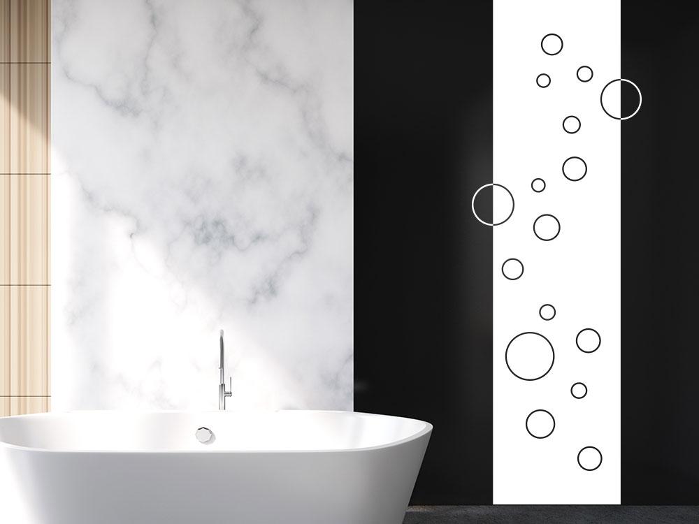 Wandtattoo Banner puristische Kreise auf dunkler Badezimmerwand