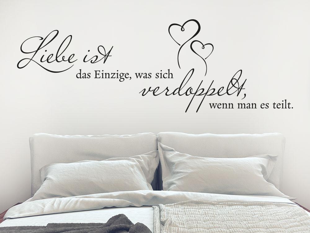Wandtattoo Liebe ist das Einzigste Liebesspruch im Schlafzimmer