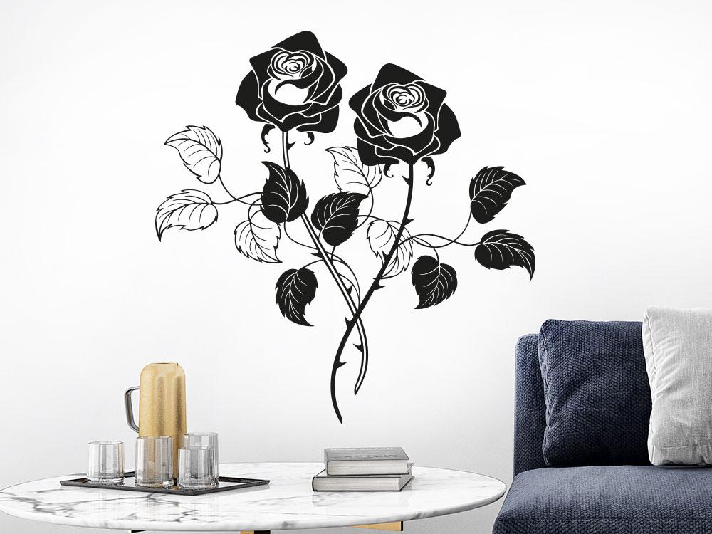 Wandtattoo Rosen aus zwei dekorativen Blüten neben Sofa