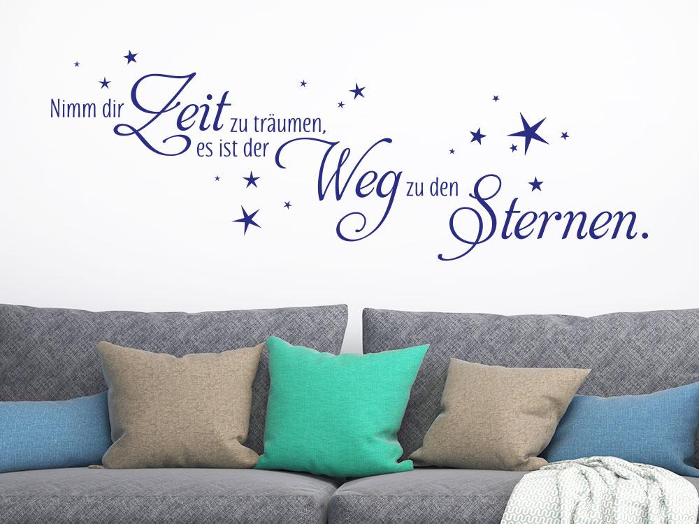 Wandtattoo Nimm dir Zeit über Sofa mit Kissen