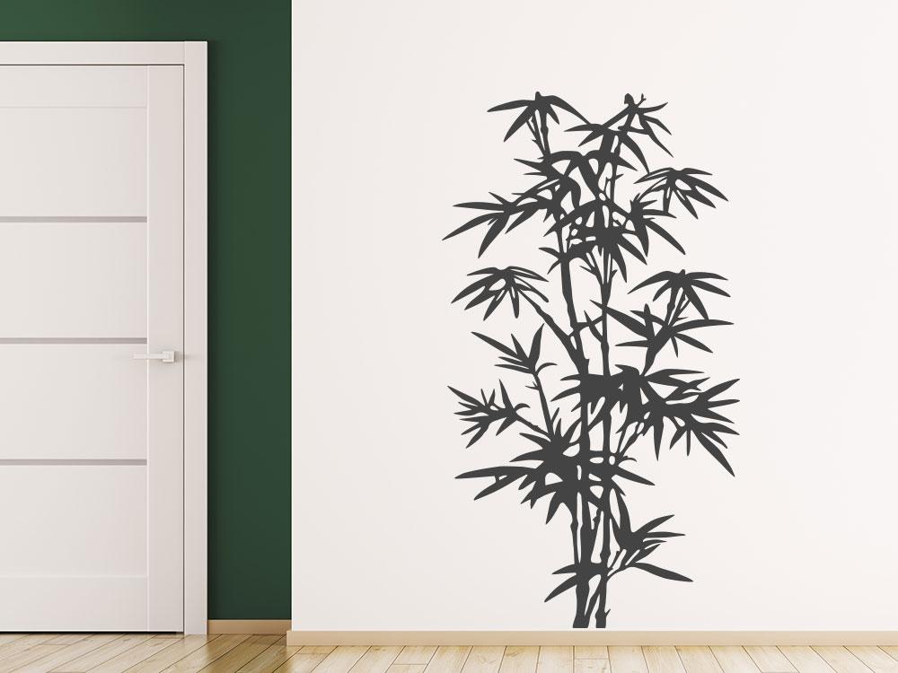 Wilder Bambus Wandtattoo auf heller Wand im Eingang