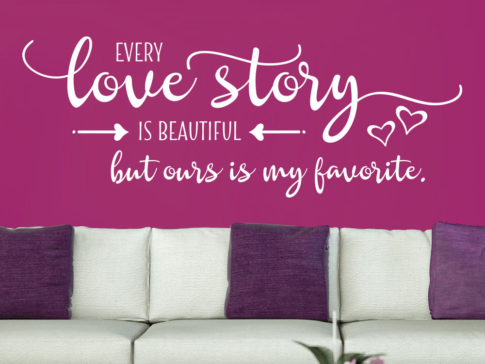Wandtattoo Every love story is beautiful im Wohnzimmer in weißer Farbe