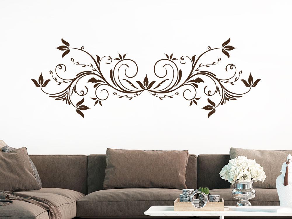 Elegantes Ornament mit Blätter Wandtattoo auf heller Wand in der Farbe Braun