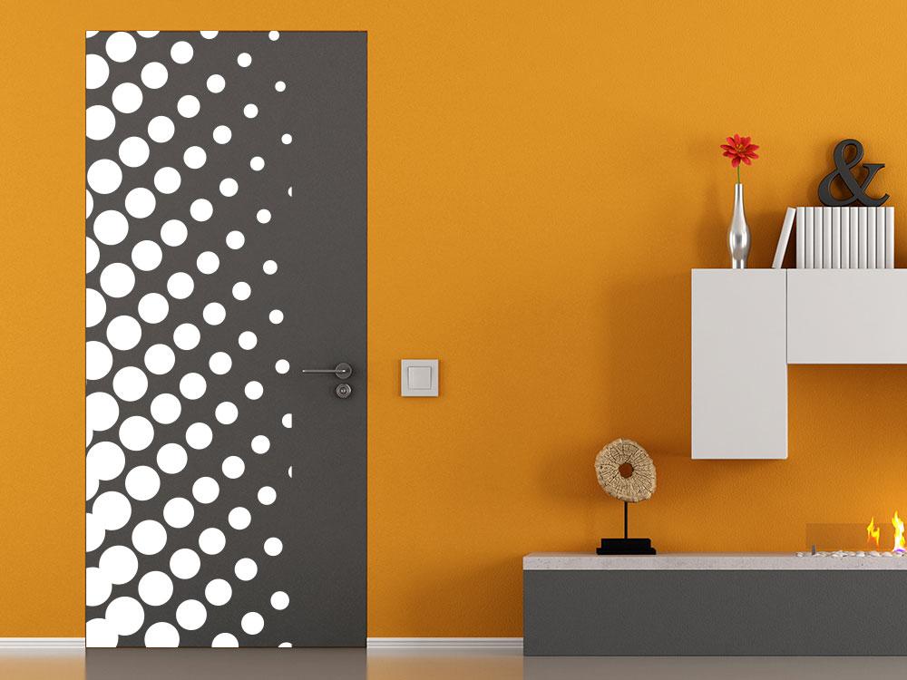 Wandbanner Punkte auf dunkler Holztür
