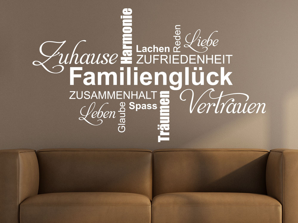 Wandtattoo Familienglück Wortwolke über Sofa im Wohnzimmer