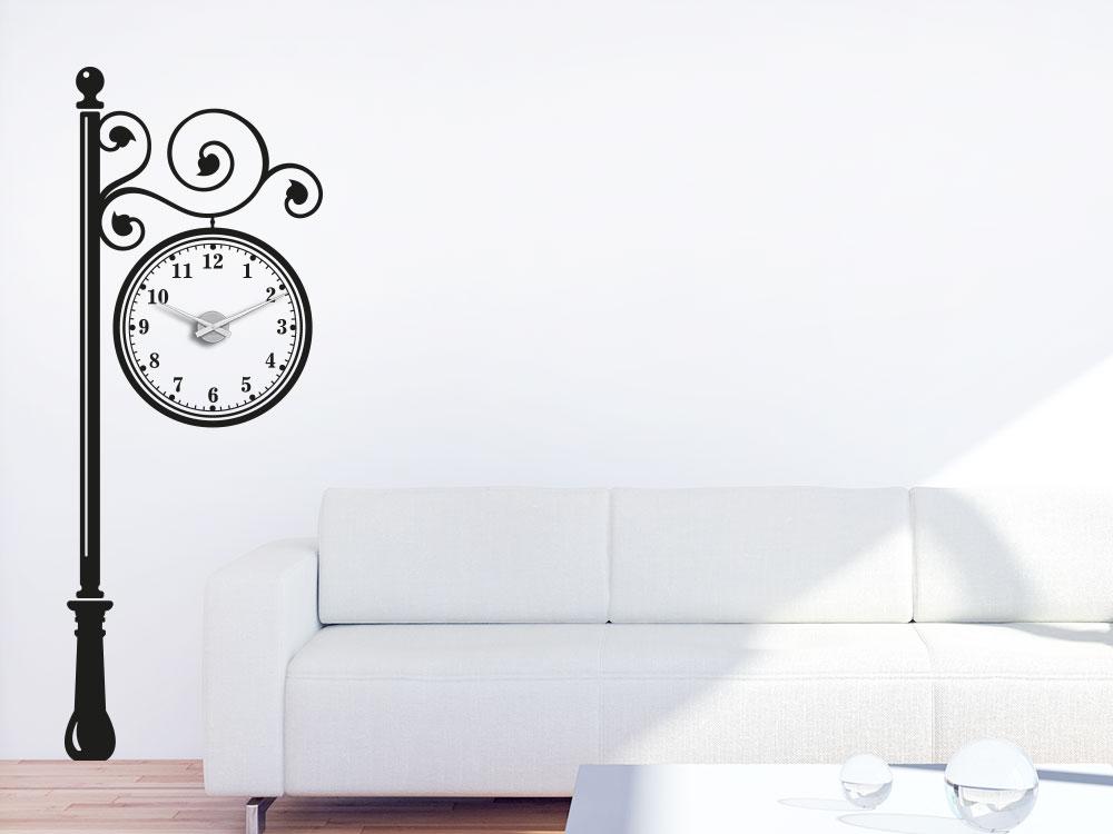 Wandtattoo Uhr Straßenlaterne mit Hängeuhr im Wohnzimmer