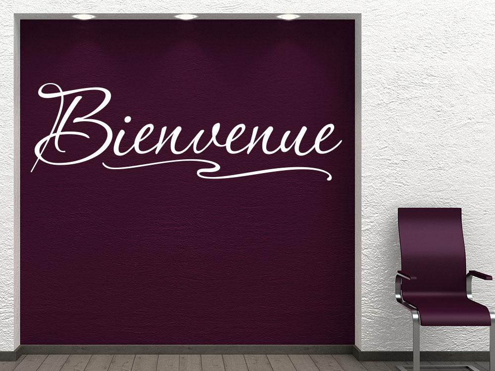 Wandtattoo Bienvenue Schriftzug in heller Farbe in Wandnische