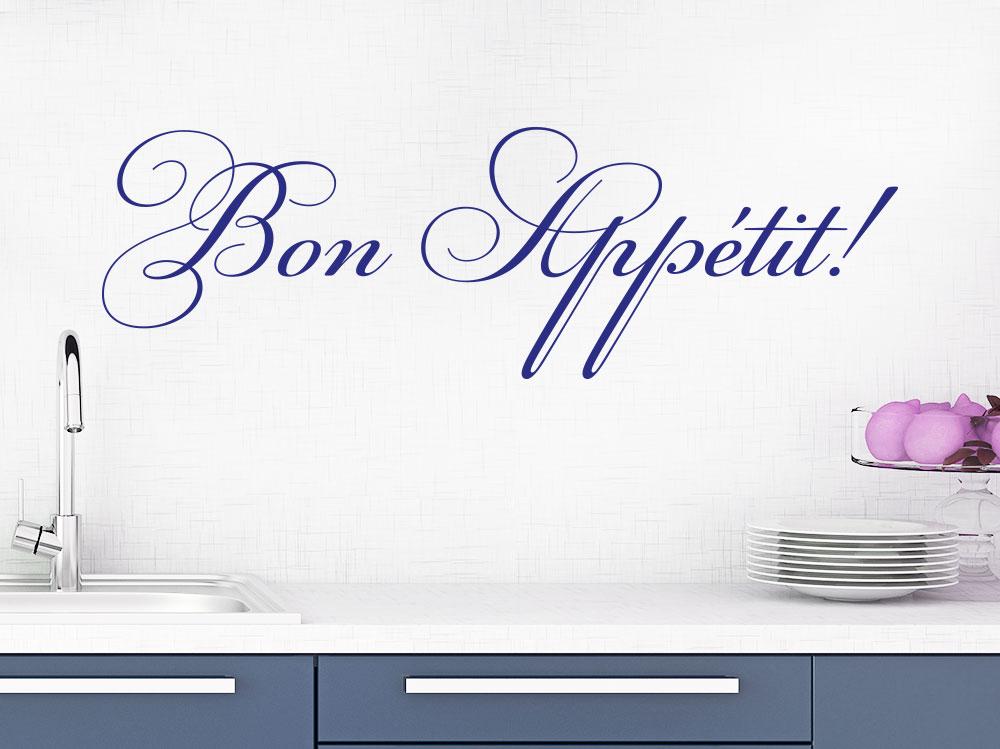 Wandtattoo Bon Appetit auf heller Wand in einer Küchenzone