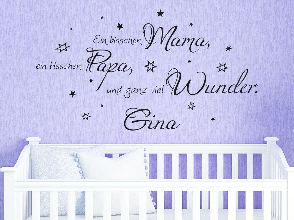 Wandtattoo Ein bisschen Mama, ein bisschen Papa und ganz viel Wunder. No.2 über weißem Babybett