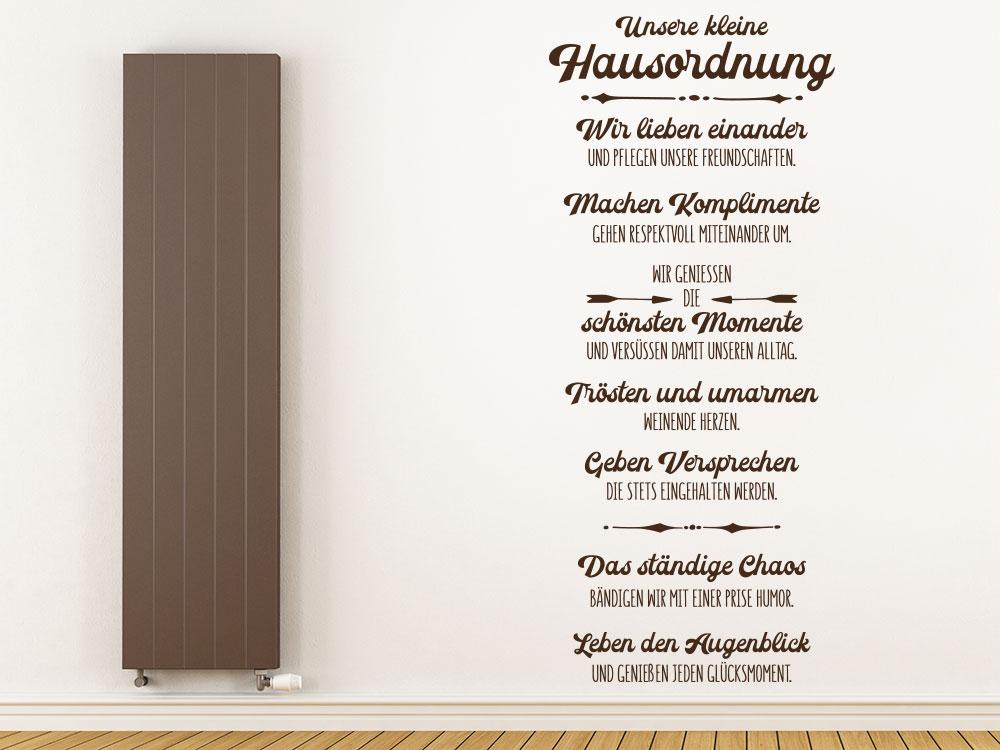 Wandtattoo Unsere kleine Hausordnung auf heller Wand im Flur