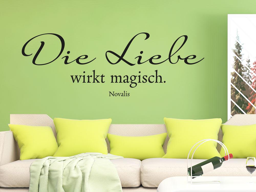 Wandtattoo Die Liebe wirkt magisch in der Farbe schwarz im Wohnbereich