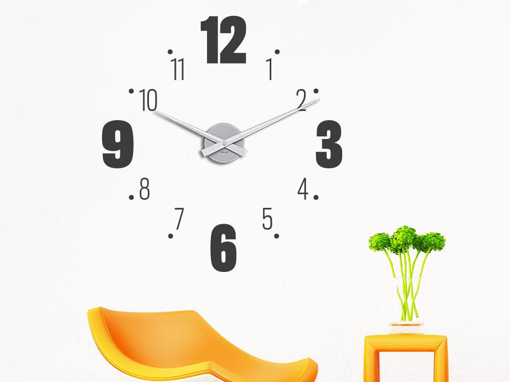 Wandtattoo Uhr große und kleine Zahlen helle Wand Wohnbereich