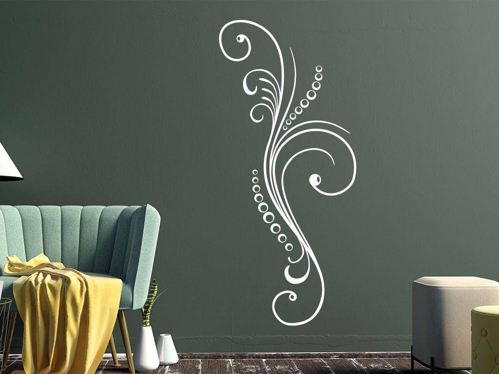 Klassisches Wandatttoo Ornament im Wohnzimmer in der Farbe Weiß
