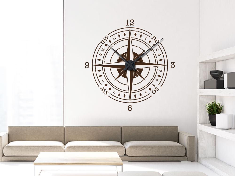Wandtattoo Uhr Kompass auf heller Wohnzimmerwand