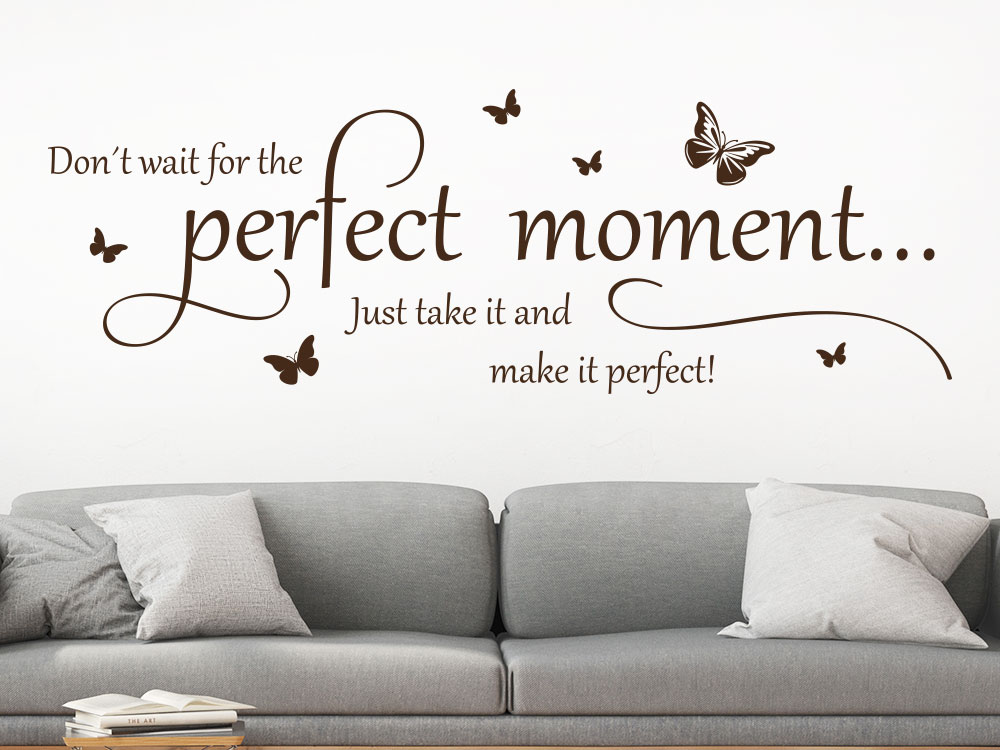 Wandtattoo Don't wait for the perfect moment auf heller Wand im Wohnzimmer