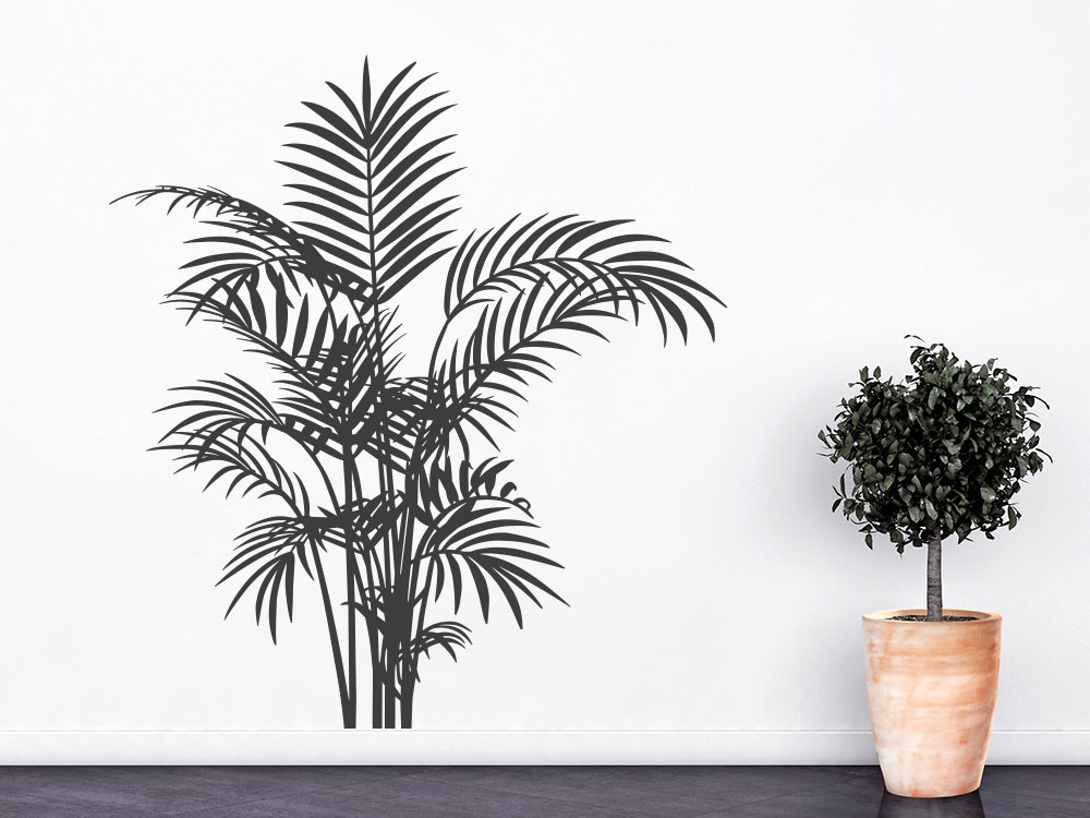 Dekorativer Wandtattoo Farn auf heller Wand