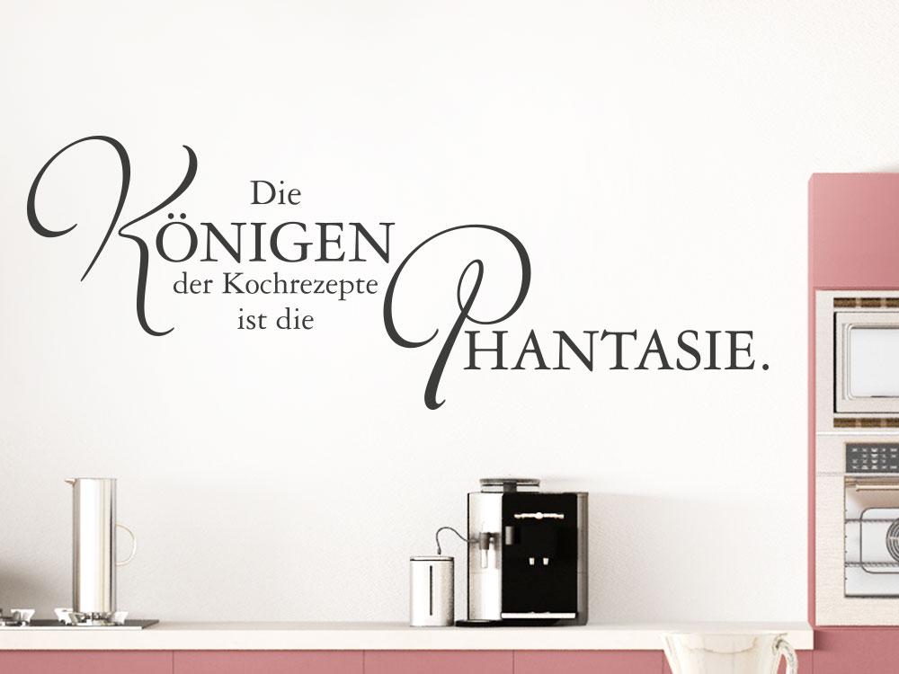 Wandtattoo Die Königin der Kochrezepte… auf einer hellen Wand in der Küche