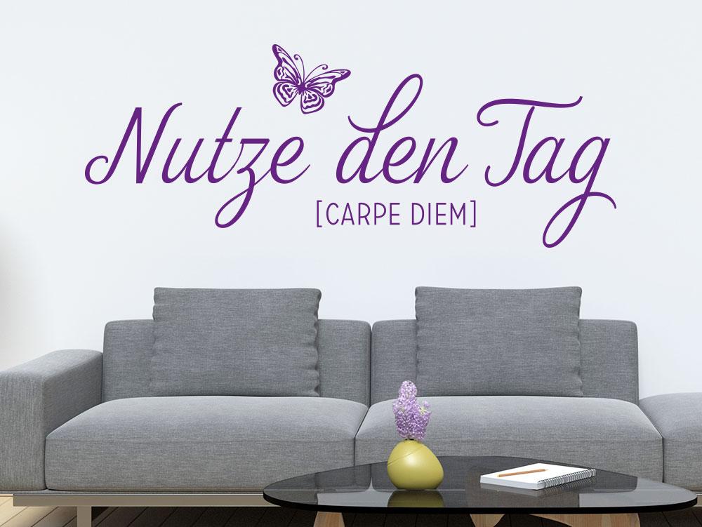 Wandtattoo Nutze den Tag - Carpe diem Spruch im Wohnzimmer