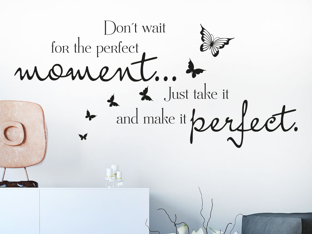 Wandtattoo Spruch Don´t wait for the Perfect moment  im Wohnzimmer auf heller Wand