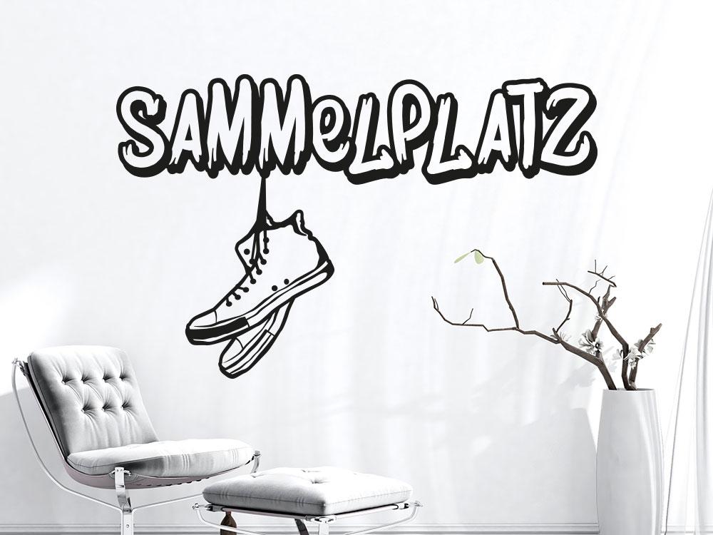Kreatives Wandtattoo im Flur:  Sammelplatz mit Sneaker