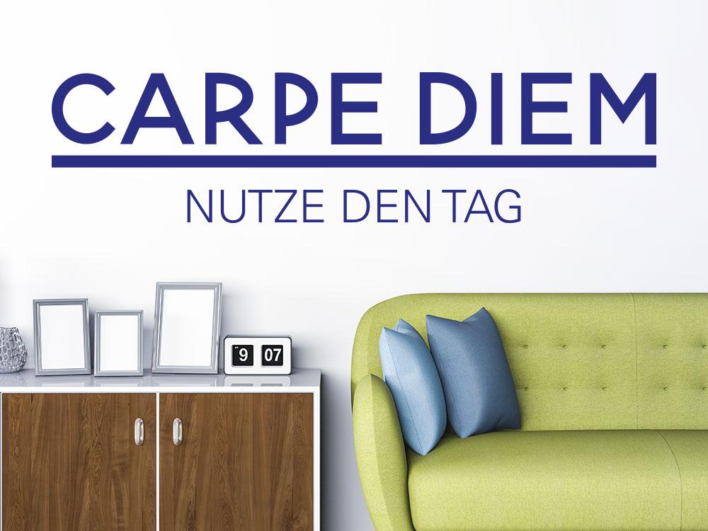 Ein modernes Carpe Diem Wandtattoo über einer Couch