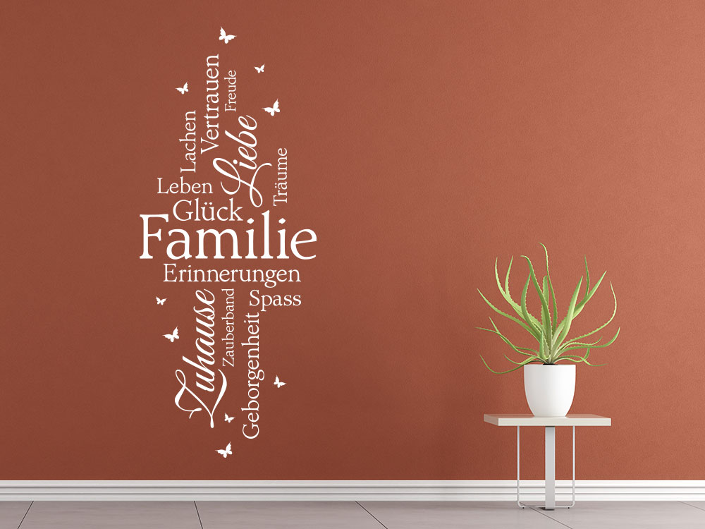 Wandtattoo Familie Schriften auf roter Flurwand