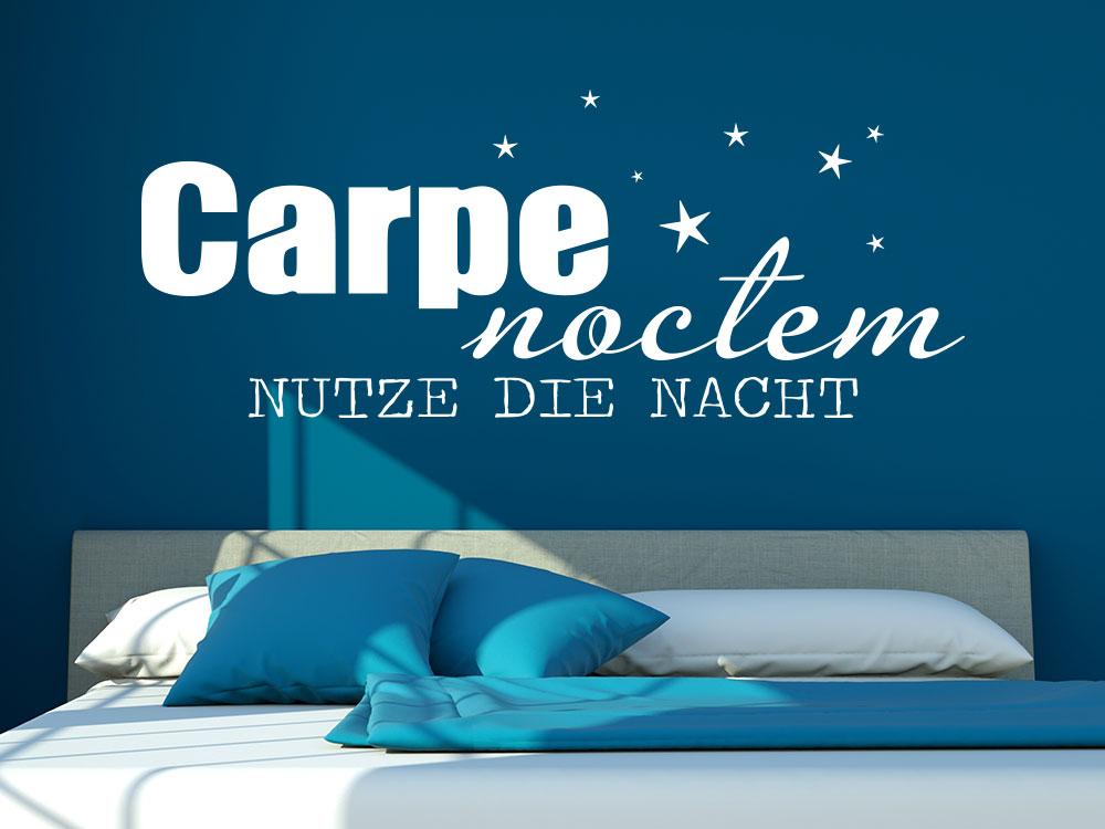 Wandtattoo Carpe Noctem - Nutze die Nacht in der Farbe Weiß im Schlafzimmer
