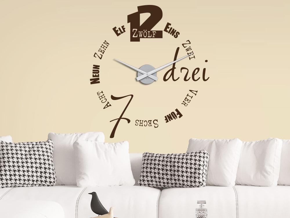 Wandtattoo Uhr Typographie im Wohnzimmer