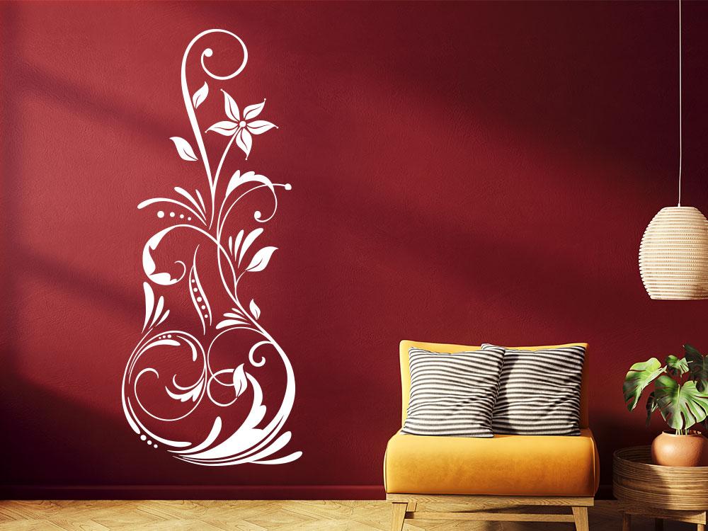 Malerisches Wandtattoo Ornament auf heller Wohnzimmerwand