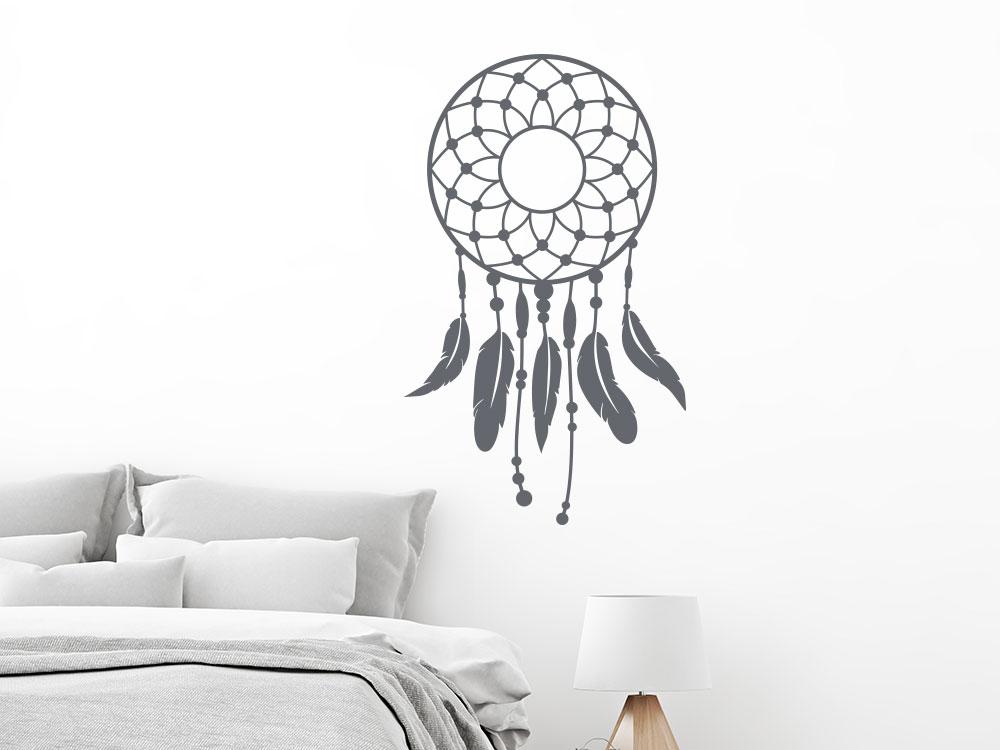 Wandtattoo Dreamcatcher über Bett im Schlafzimmer