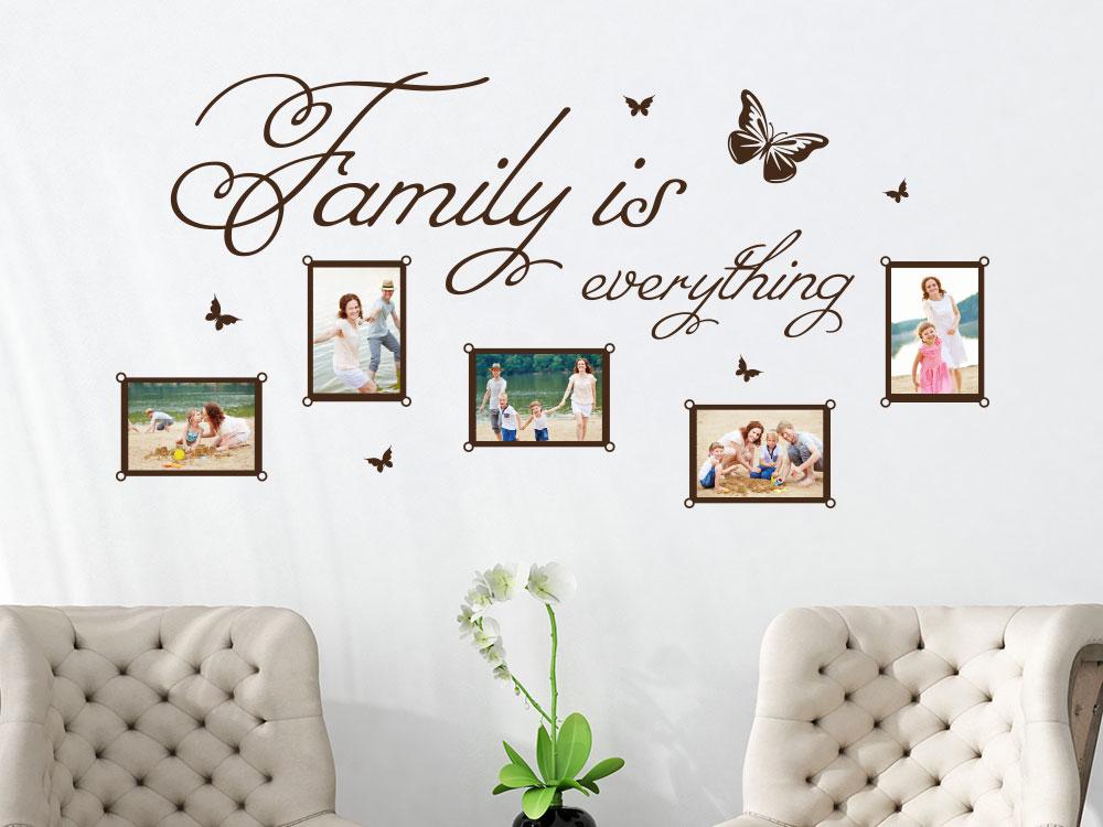 Wandtattoo Fotorahmen Family is everything auf heller Wohnzimmerwand