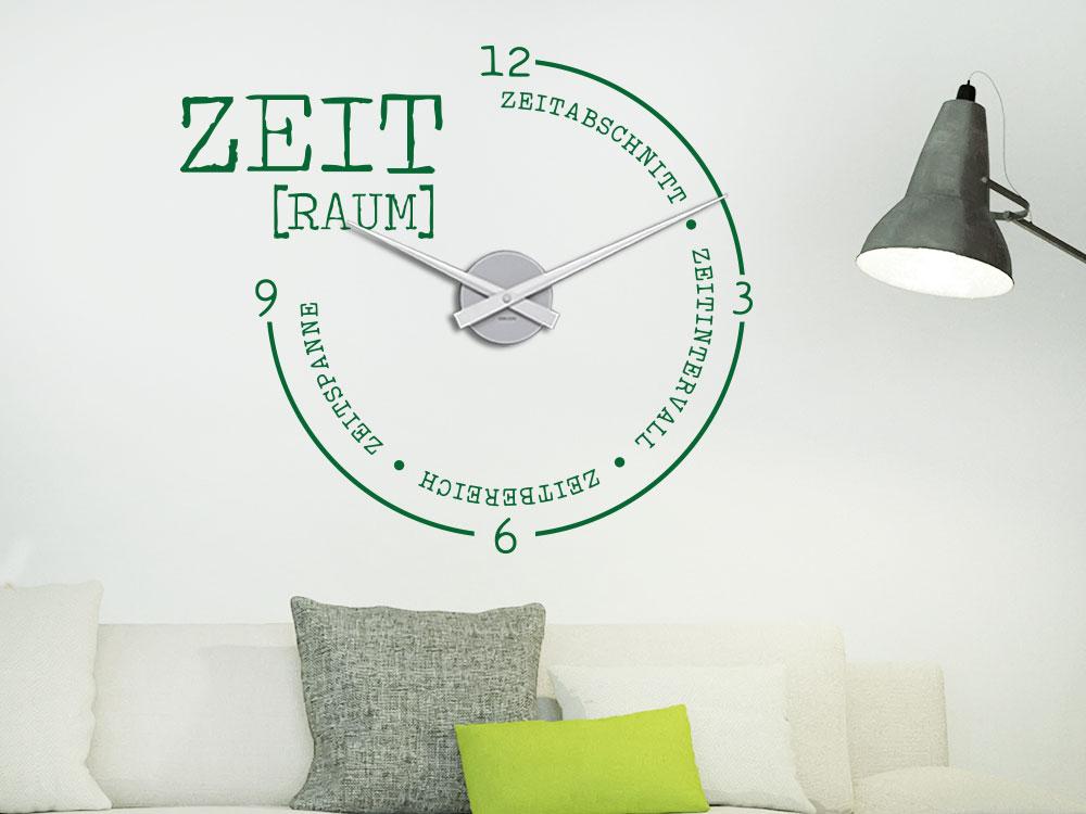 Wandtattoo Wanduhr Zeitraum auf heller Wand über Sofa