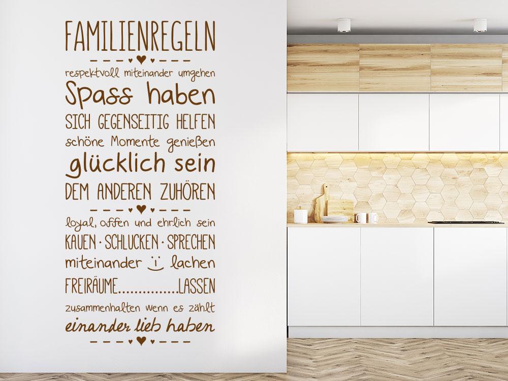 Wandtattoo Familienregeln neben Küchenbereich