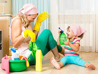 So reinigen und pflegen Sie Wandtattoos