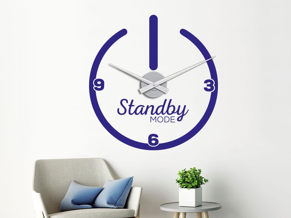 Wandtattoo Wanduhr Standby im Wohnzimmer in blauer Farbe